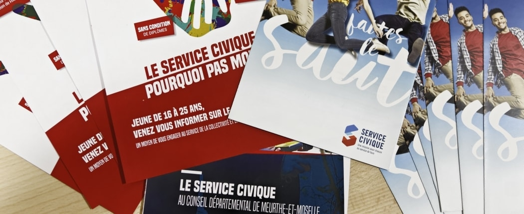 Photos de plaquettes relatives au service civique